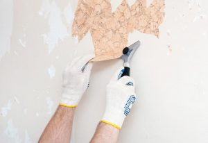 کندن کاغذ دیواری از روی دیوار