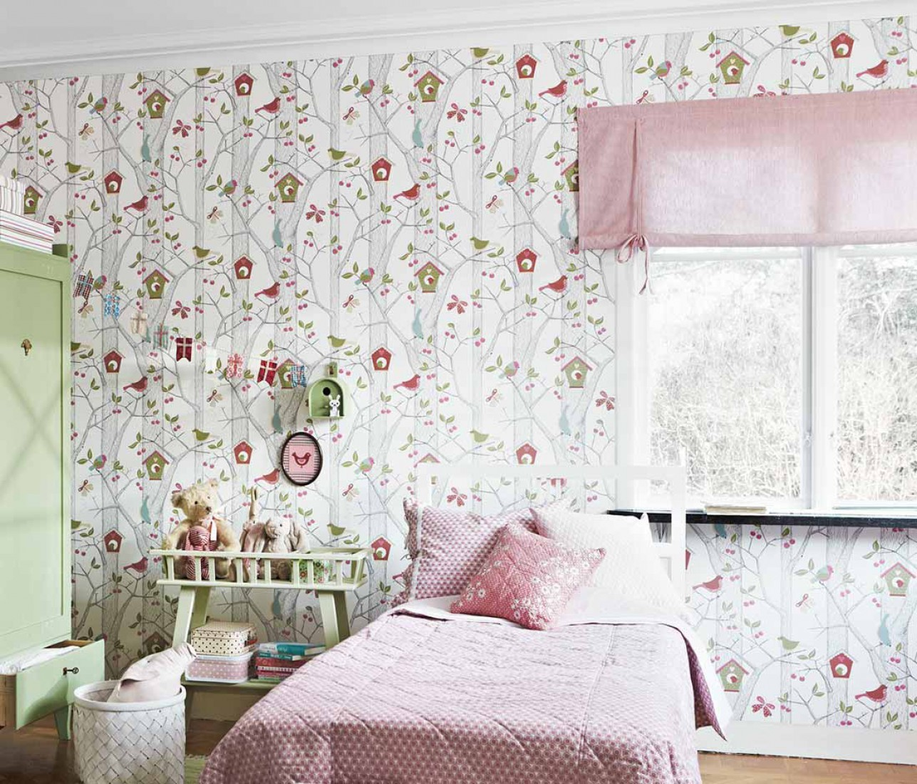 کاغذ دیواری گل دار اتاق خواب