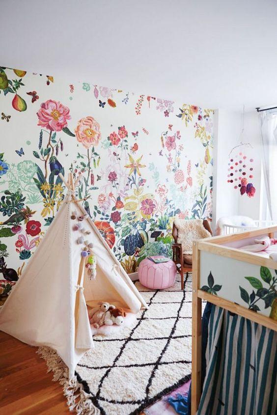 کاغذ دیواری گل دار برای اتاق کودک