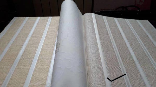 کاغذ دیواری راه راه نقره ای و سفید پذیرایی