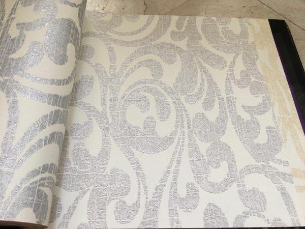 کاغذ دیواری سفید شاین اکلیل دار نقره ای